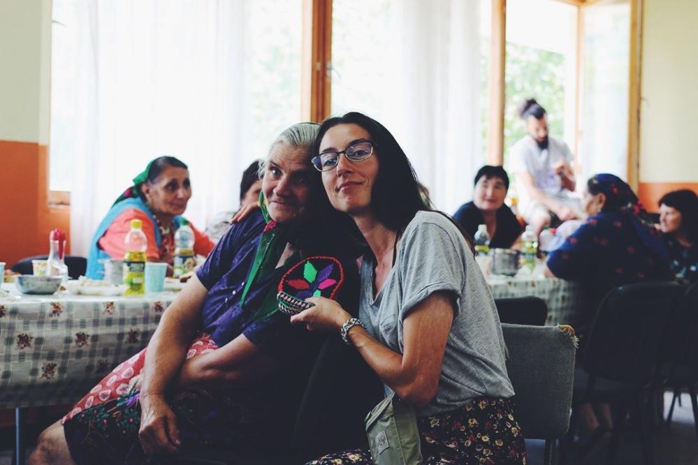 Баба Гина е подарила на Елена плетени ръкохватки